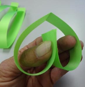 3 heart chain ribbon ends
